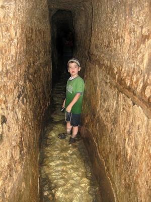 Hezekiahs tunnel 3 400px