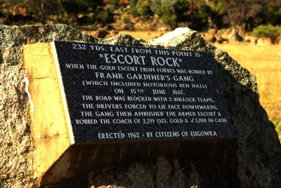 Escort rock monument - Eugowra 400px
