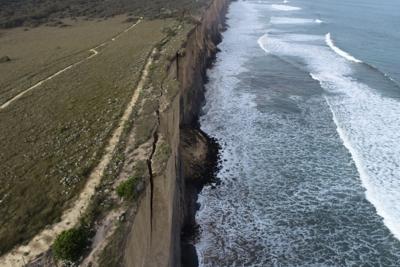 Clifftop crack at Demons Bluff